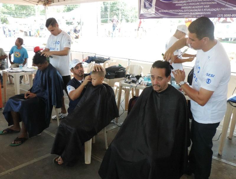Serviços como corte de cabelo estão inclusos  (Foto: Ismael Inoch)