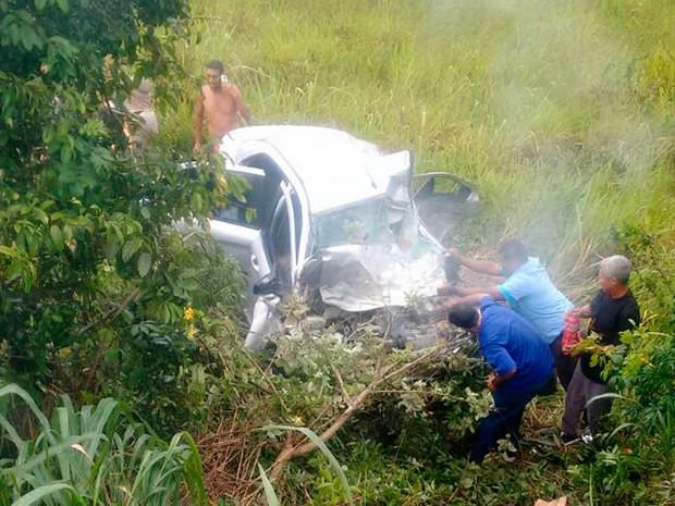Acidente na BR-101, em Mucuri, na Bahia (Foto: Reinaldo Freires Borges/ Arquivo Pessoal)