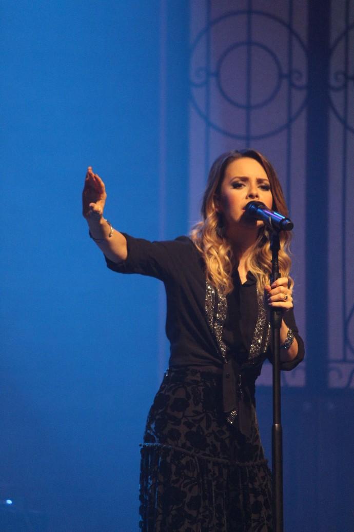 """Sandy presenteia o público com cinco canções inéditas em """"Meu Canto"""" (Foto: Lucas Sarzi)"""