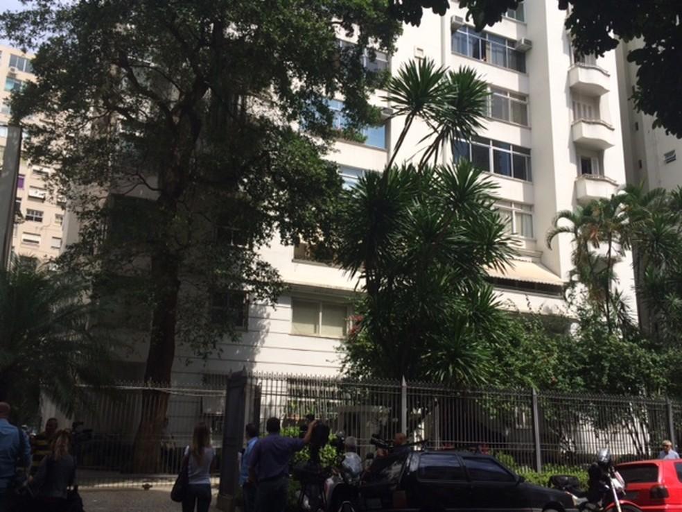 Porta do prédio do ex-governador do Rio, Anthony Garotinho (Foto: Alba Valéria Mendonça /G1)