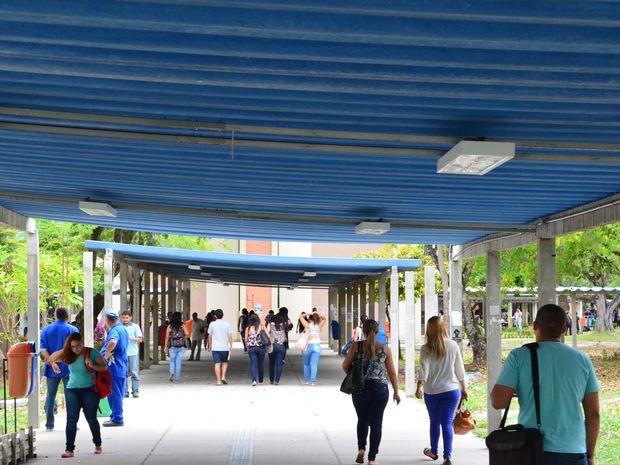Estudantes e professores retomam as aulas na UFS (Foto: Marina Fontenele/G1)