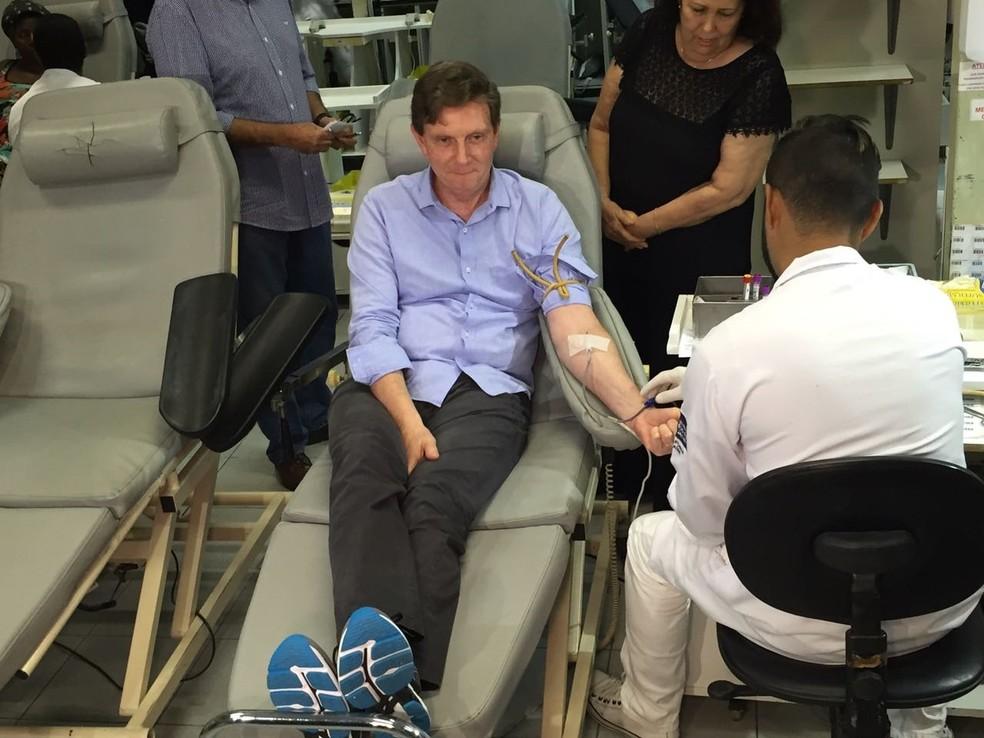 Crivella doou sangue no primeiro dia da sua gestão na Prefeitura do Rio (Foto: Fernanda Rouvenat/ G1)