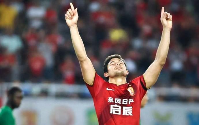 Elkeson comemora gol pelo Guangzhou Evergrande (Foto: Reprodução / Facebook)