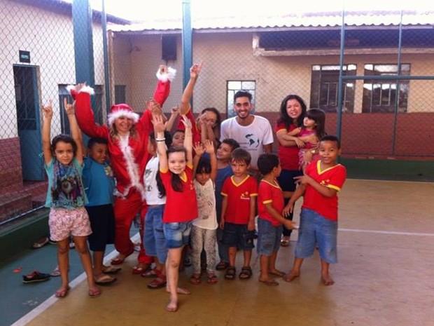 Divinópolis, crianças, distribuição, ação social (Foto: ESF/Divulgação)