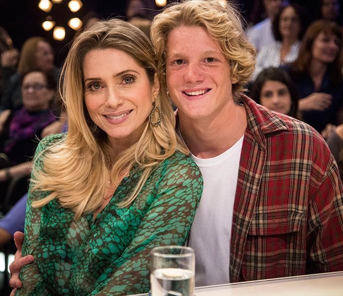 Ao lado da mãe, Letícia Spiller, Pedro Novaes já participou do programa 'Amor & Sexo' (Foto: Raphael Dias / Gshow)