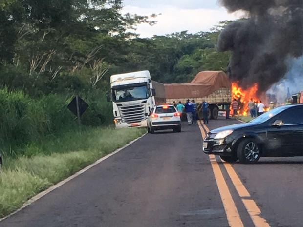 Duas pessoas morreram carbonizadas no acidente (Foto: Corpo de Bombeiros/Cedida)