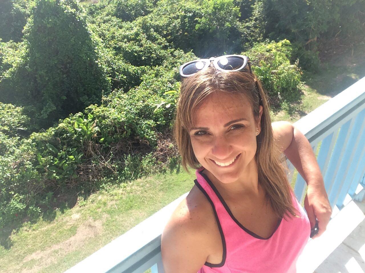 Adriana Cutino preparada para as caminhadas na orla da praia (Foto: Arquivo Pessoal)