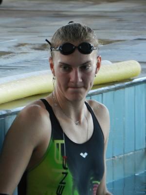 Mari treinando na piscina do Praia Clube (Foto: Gullit Pacielle)