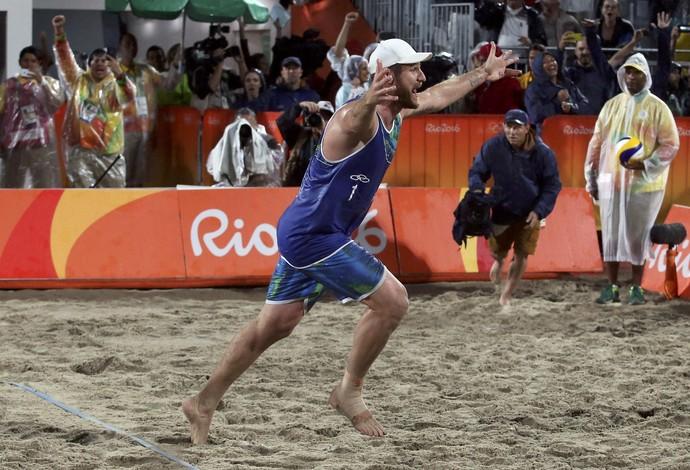 Alison ouro vôlei de praia Olimpíada Rio (Foto: Adrees Latif / Reuters)