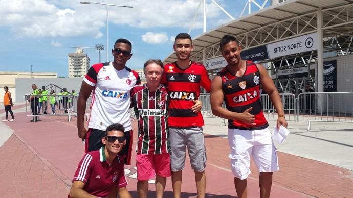 Torcedores de Flamengo e Fluminense antes do jogo no estádio Nilton Santos (Foto: Bruno Giufrida)