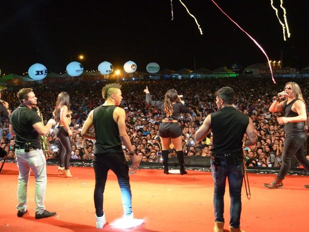 Cantores da banda Calcinha Preta se dizem orgulhosos pelo acolhimento na cidade natal (Foto: Marina Fontenele/G1)