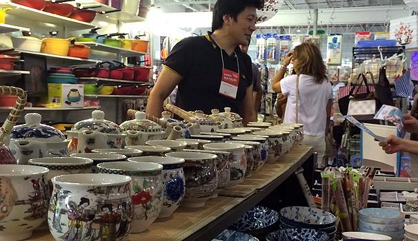 O público encontra diversos produtos relacionados com a cultura japonesa  (Foto: Divulgação/ RPC TV)