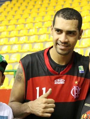 Estrela do Flamengo recebeu o carinho dos fãs após a partida (Foto: Thiago Fidelix)
