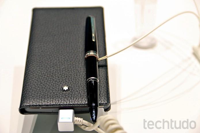 Capa de couro da Montblanc deixa foblet da Samsung mais elegante (Foto: Fabrício Vitorino/TechTudo)
