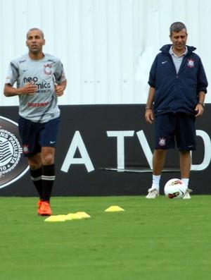Emerson Sheik atrasado no treino (Foto: Anderson Rodrigues / Globoesporte.com)