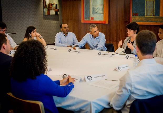 O ex-presidente norte-americano Barack Obama em reunião com jovens líderes no Brasil (Foto: Felipe Neves)