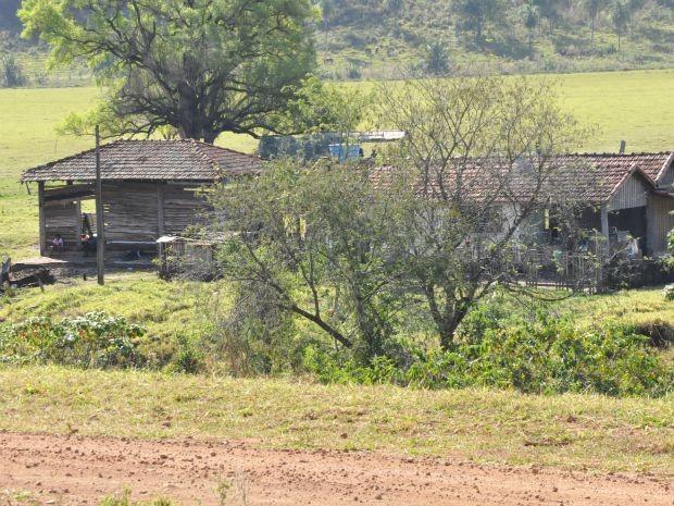 Moradia dos indígenas a cerca de 300 metros da sede da fazenda (Foto: Gabriela Pavão/ G1MS)