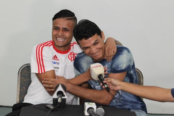 Everton e Ronaldo Angelim (Foto: Gilvan de Souza / Flamengo)