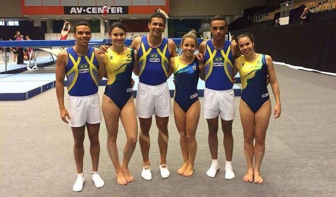 Equipe brasileira no Mundial de trampolim acrobático (Foto: Divulgação)