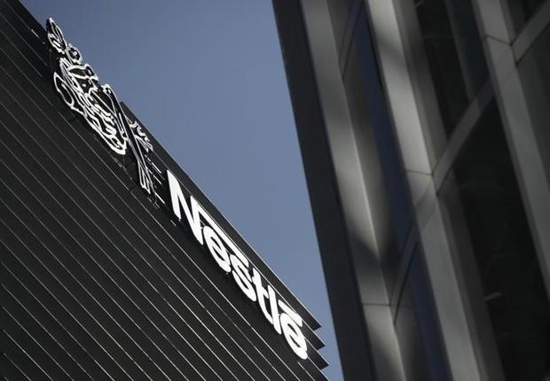 O logo da Nestlé é visto no alto do edifício sede da empresa na Cidade do México (Foto: Edgard Garrido/Reuters)