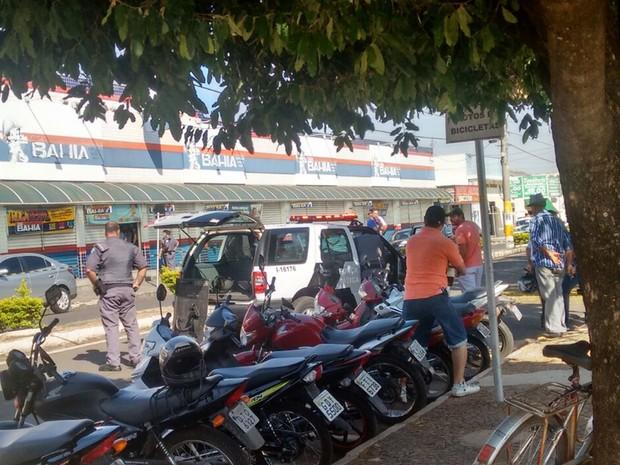 Funcionários foram rendidos ao chegar para o trabalho (Foto: Aplicativo/TEM Você)