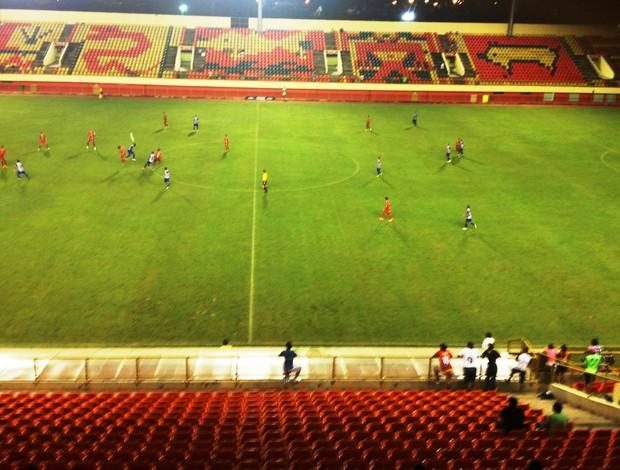 Poucos torcedores prestigiaram jogo de Galvez e Atlético pelo acreano. (Foto: Ingreson Derze/GE)