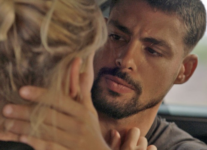 Juliano faz promessa à loirinha (Foto: TV Globo)