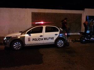 PM esteve na escola após a morte de aluno (Foto: Kleber Teixeira/Inter TV Cabugi)