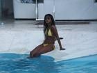 Aline Prado e Mussunzinho curtem tarde de folga em piscina em Búzios