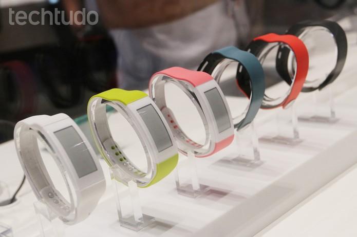 Smartband Talk, da Sony, tem bateria que dura três dias (Foto: Fabrício Vitorino/TechTudo)