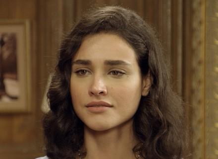 Anastácia chama Filomena para conversa em particular