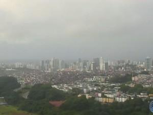 Tempo está nublado em Salvador nesta sexta-feira (Foto: Reprodução/TV Bahia)
