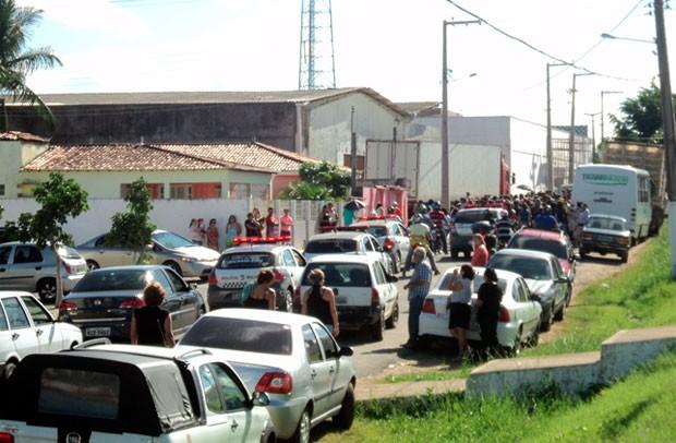 Enterro do sargento aconteceu na cidade de Nova Cruz, onde 28 pessoas ficaram feridas por estilhaços (Foto: Luclecio Lima/Portal NCO )