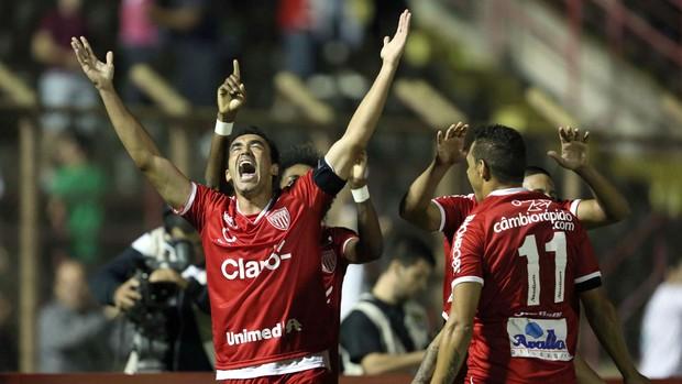 Tiago Alves gol Mogi Mirim  (Foto: Thiago Calil / Ag. Estado)