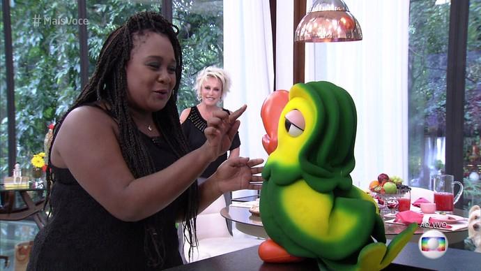 Roberta se impressiona com o Louro! (Foto: TV Globo)