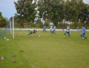 Time titular do Ji-Paraná bate os reservas no primeiro coletivo (Foto: Hudson Pimentel)
