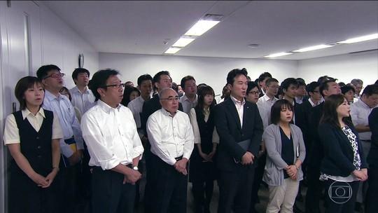 Japoneses cantam hino de empresa que trabalham
