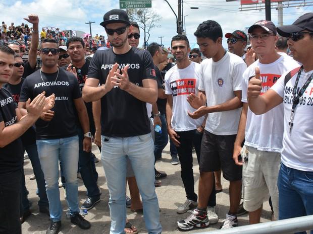 Manifestantes realizaram ato pacífico para pedir ao Governo do Estado a convocação dos 5 mil aprovados no concurso da PM realizado em 2014  (Foto: Walter Paparazzo/G1)