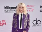 Veja os looks dos famosos no tapete vermelho do Billboard Music Awards