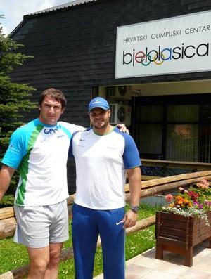 Montanha e o campeão olímpico Kozmus na Eslovênia (Foto: reprodução)