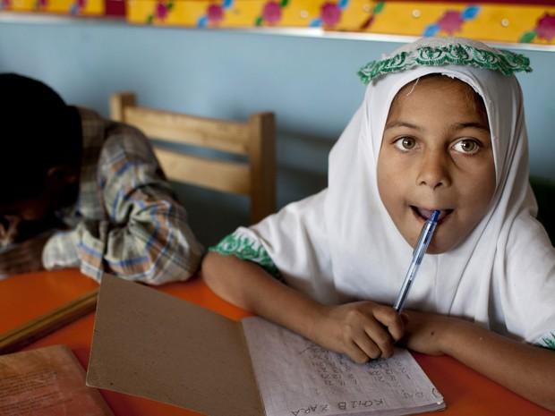 Muitos pais não deixam que filhos vão à escola no Paquistão, preferem que eles trabalhem (Foto: Shakil Adil/AP)