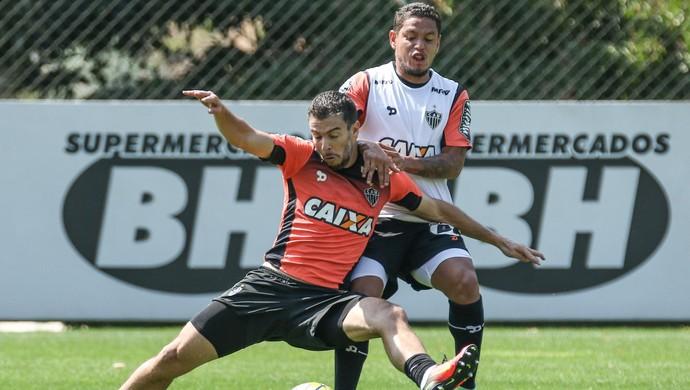 Leandro Donizete, Carlos Eduardo, Atlético-MG (Foto: Bruno Cantini/ Atlético-MG)