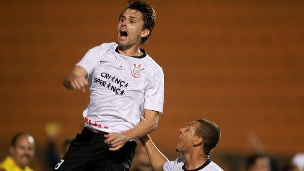 Paulo André gol Corinthians (Foto: José Patrício / Ag. Estado)