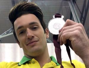Diego Hypólito comemora 56ª medalha na carreira (Foto: Divulgação)