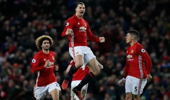 Ibrahimovic comemora o gol de empate do Manchester United contra o Liverpool