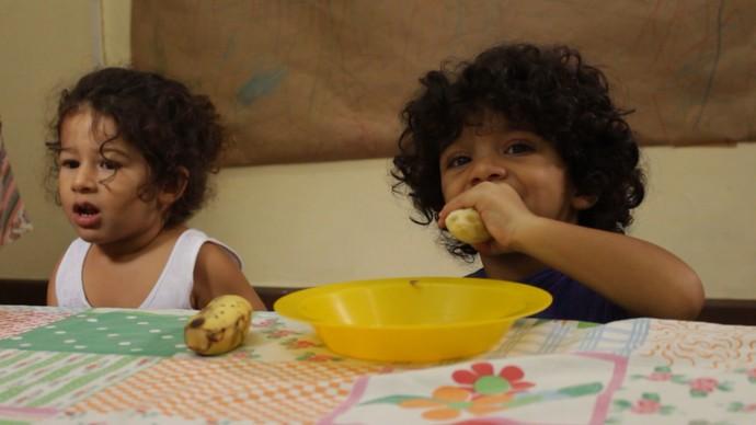 Hábitos alimentares saudáveis devem ser criados na infância (Foto: TV Bahia)