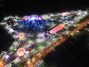Cidade do Rock é vista colorida do alto durante a primeira noite do Rock in Rio 2013, na Barra da Tijuca, na Zona Oeste do Rio de Janeiro (Foto: Carlos Eduardo Cardoso/Agência O Dia/Estadão Conteúdo)