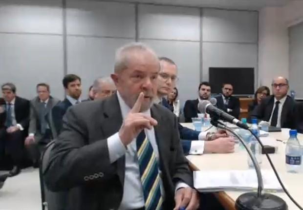 O ex-presidente Luiz Inácio Lula da Silva presta depoimento ao juiz Moro em Curitiba (Foto: Reprodução/Justiça Federal do Paraná)
