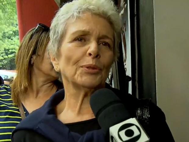 Irene Ravache se emocionou no adeus a Umberto Magnani (Foto: TV Globo/Reprodução)