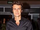 Gabriel Braga Nunes curte apresentação de Caetano Veloso